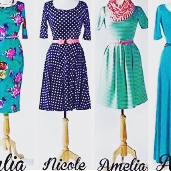 NWT- Lularoe Nicole Black Dress sz Small